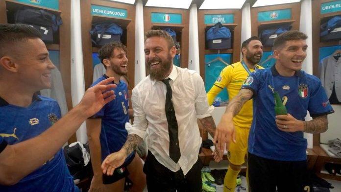 De Rossi festeggia l'Europeo vinto