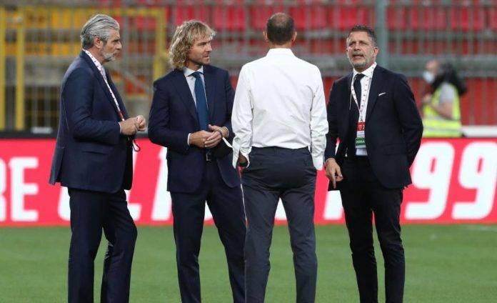 La dirigenza della Juve discute prima del Trofeo Berlusconi