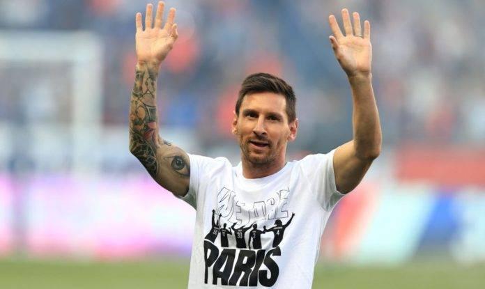 Messi saluta i tifosi a Parigi