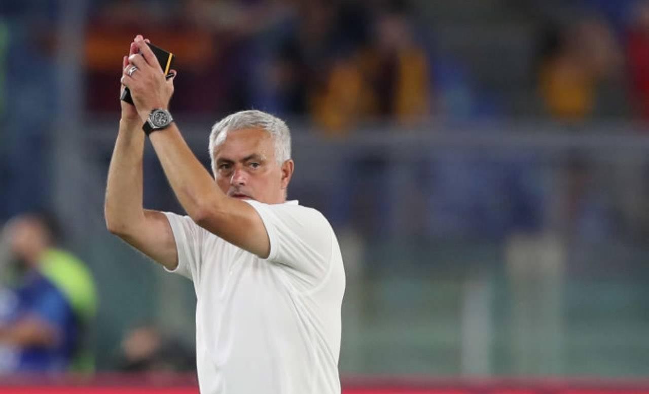 Mourinho applaude il pubblico