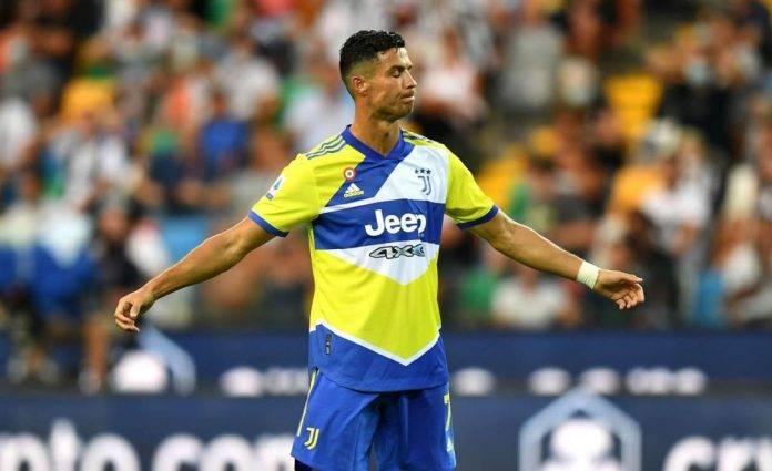 Cristiano Ronaldo allarga le braccia
