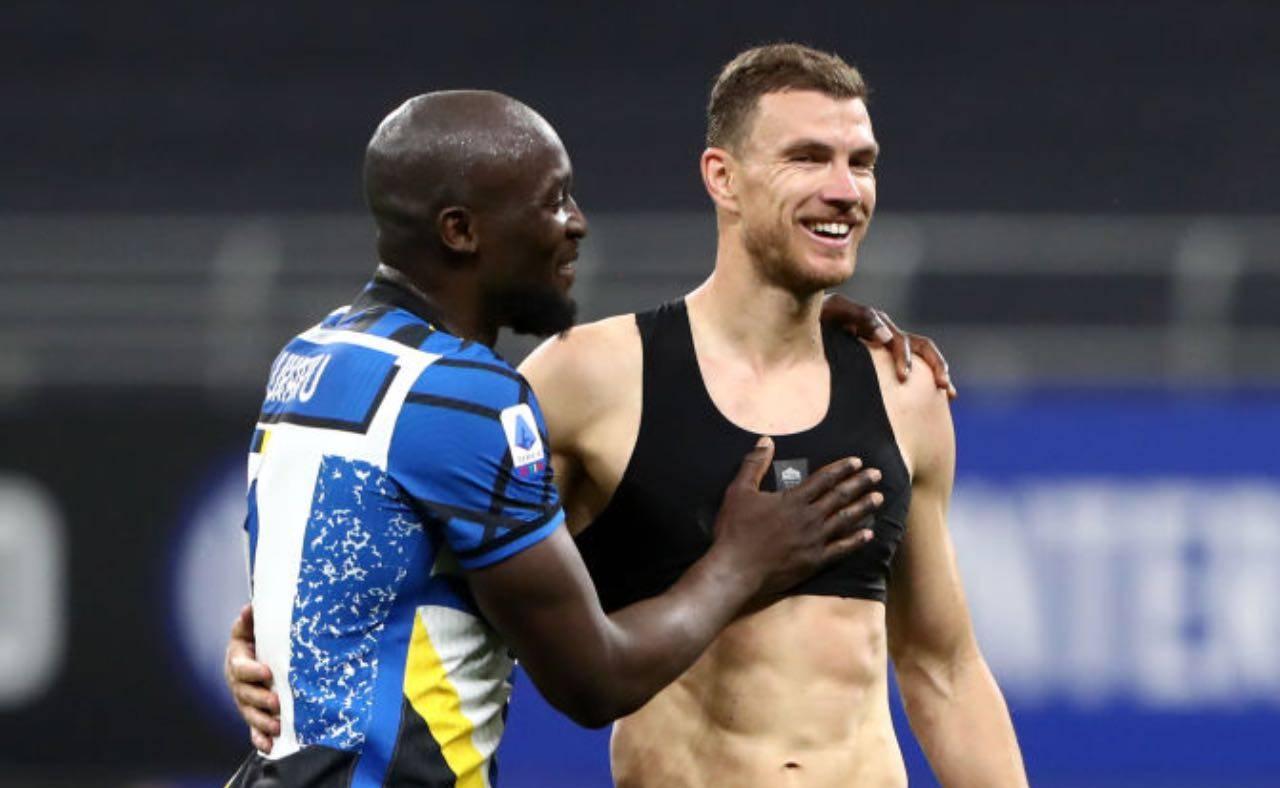 Lukaku e Dzeko si abbracciano a fine partita