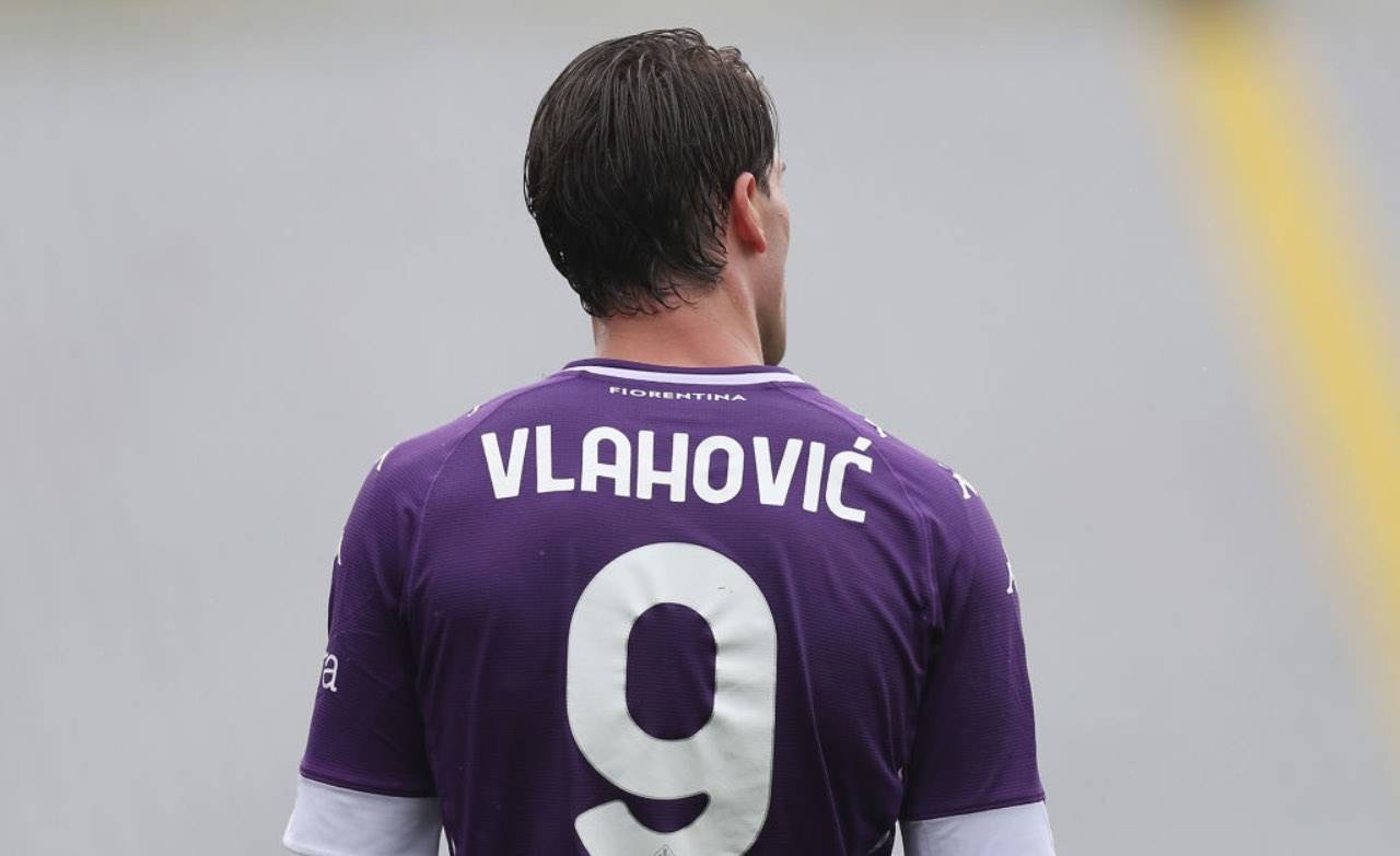 Dusan Vlahovic di spalle