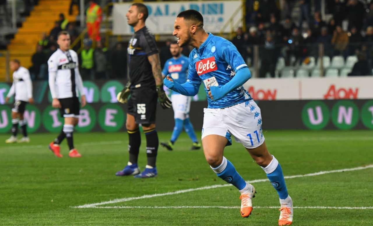 Ounas festeggia un gol col Napoli