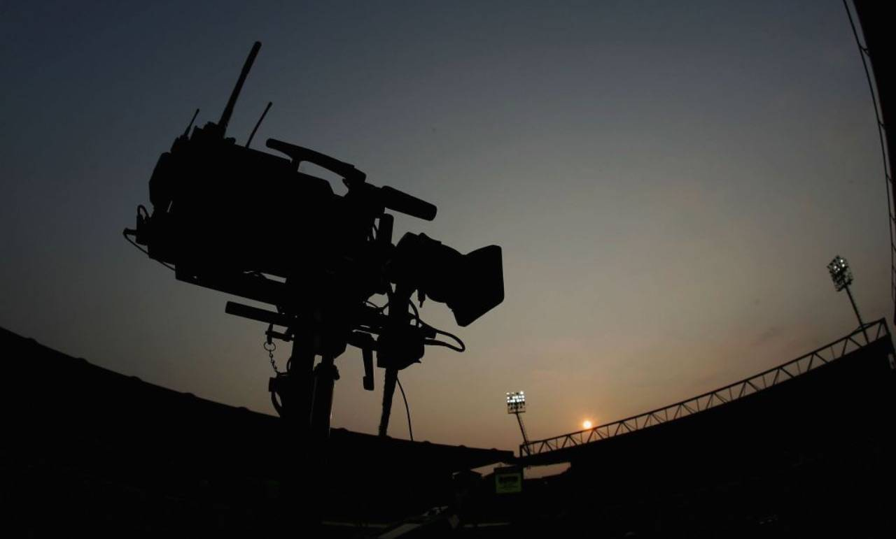 Telecamera in uno stadio al buio