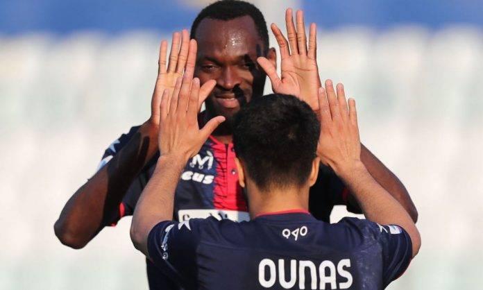 Crotone, Ounas e Simy festeggiano un gol