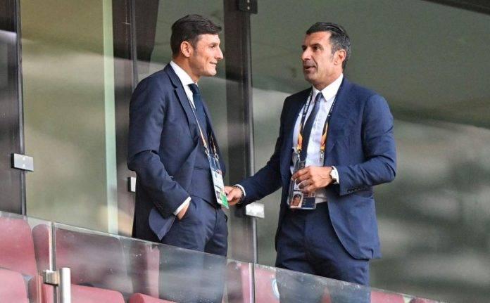 Zanetti parla con Figo