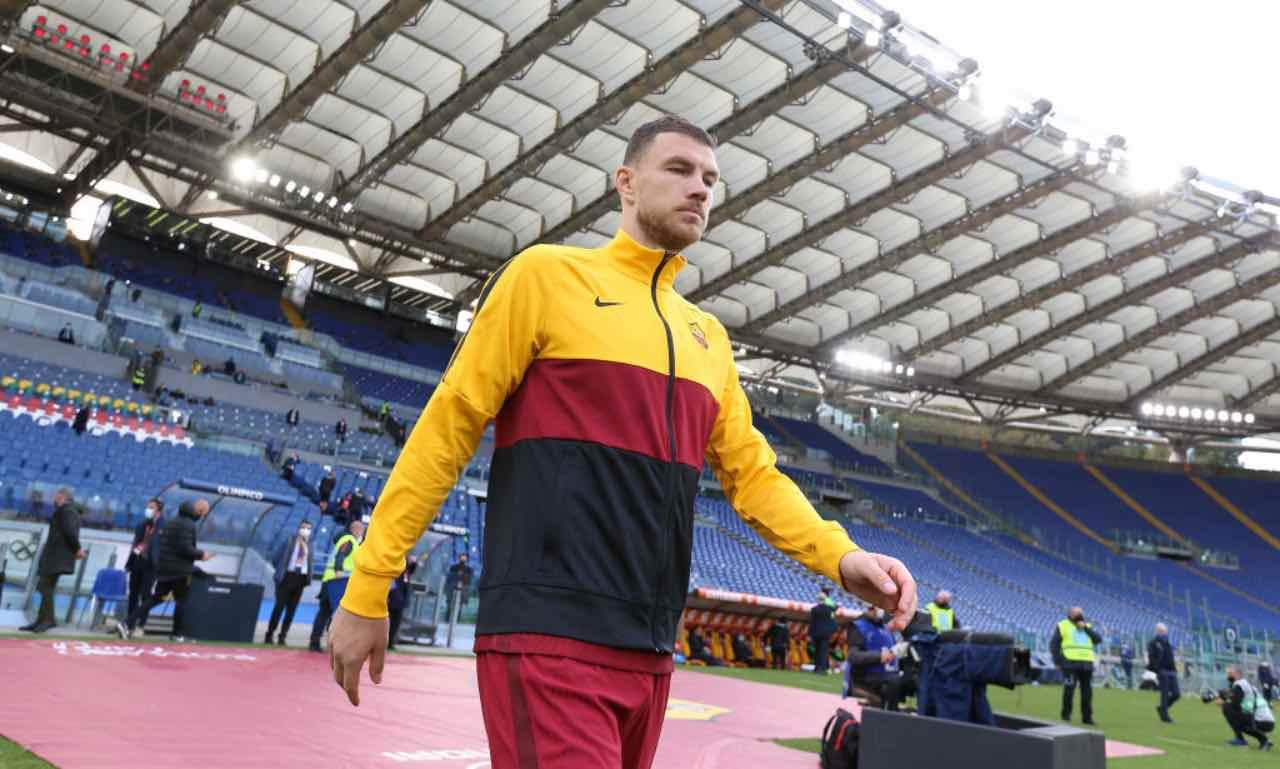 Dzeko entra in campo con la Roma