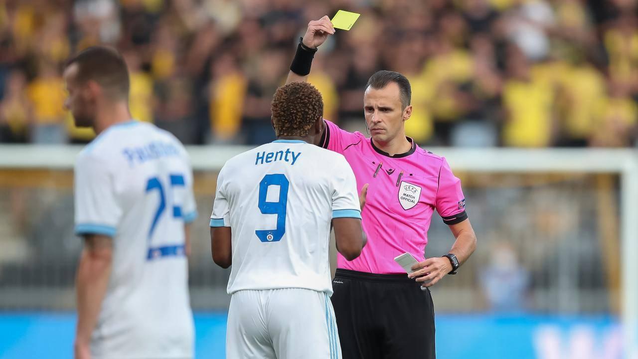 Arbitro in azione