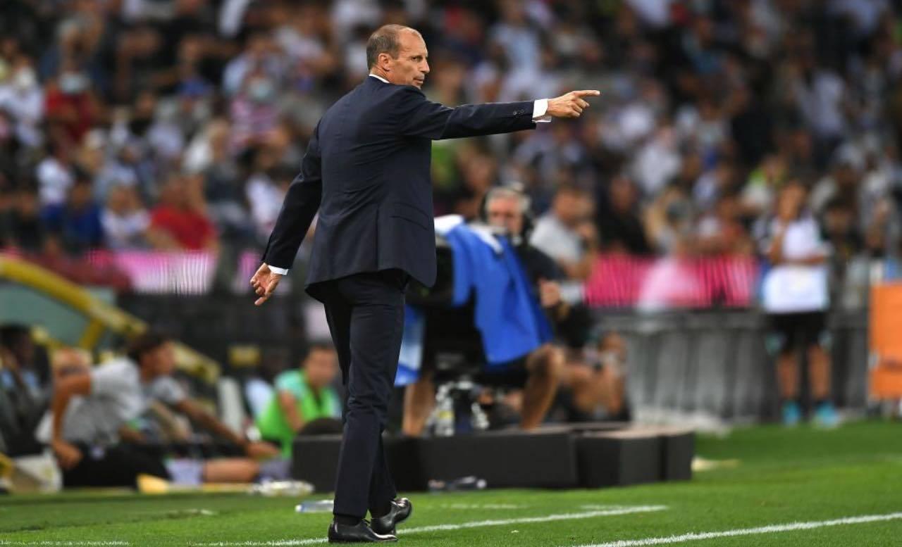 Allegri dà indicazioni alla Juventus