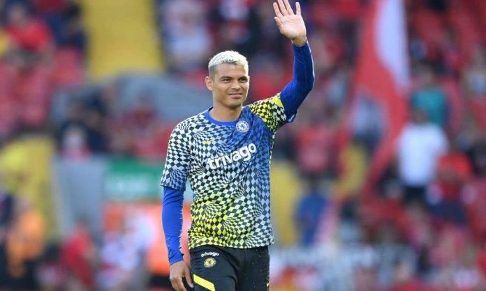 Thiago Silva saluta i tifosi del Chelsea