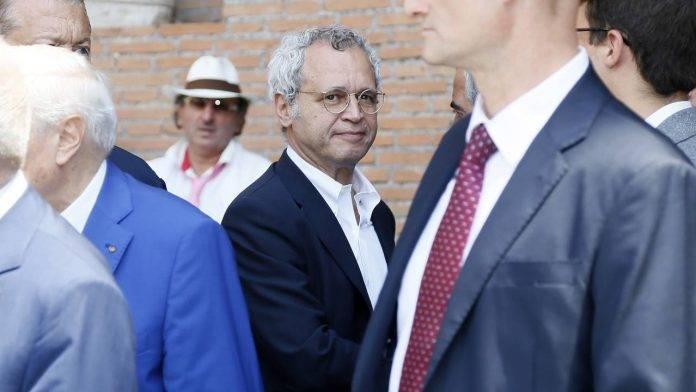 Enrico Mentana in strada