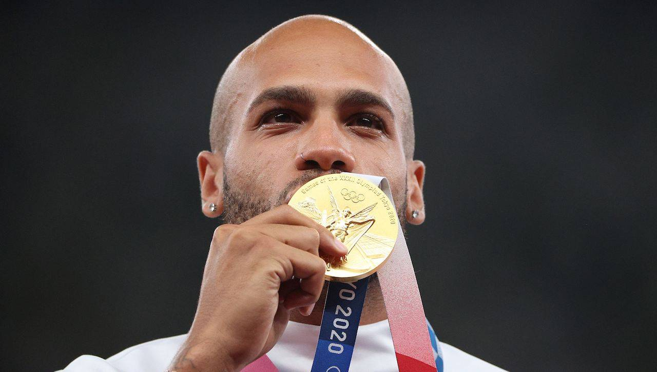 Jacobs bacia la medaglia d'oro