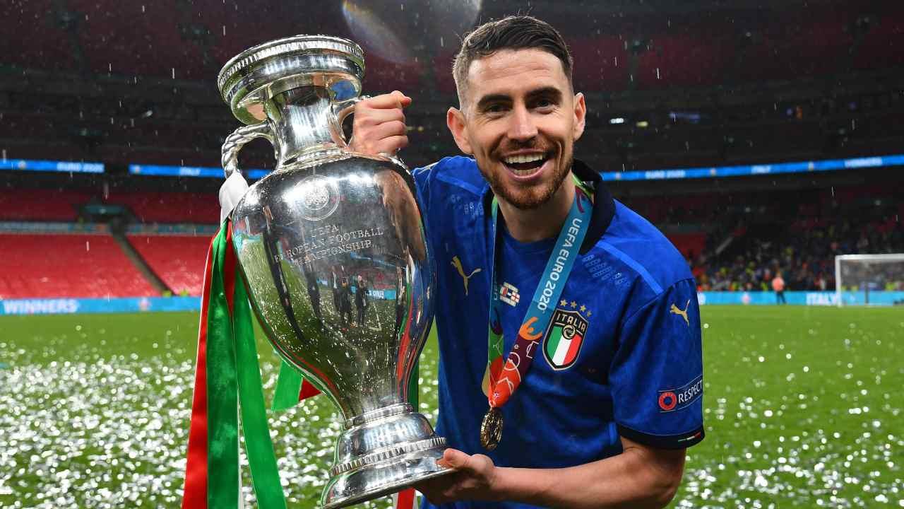 Jorginho felice dopo la vittoria dell'Europeo