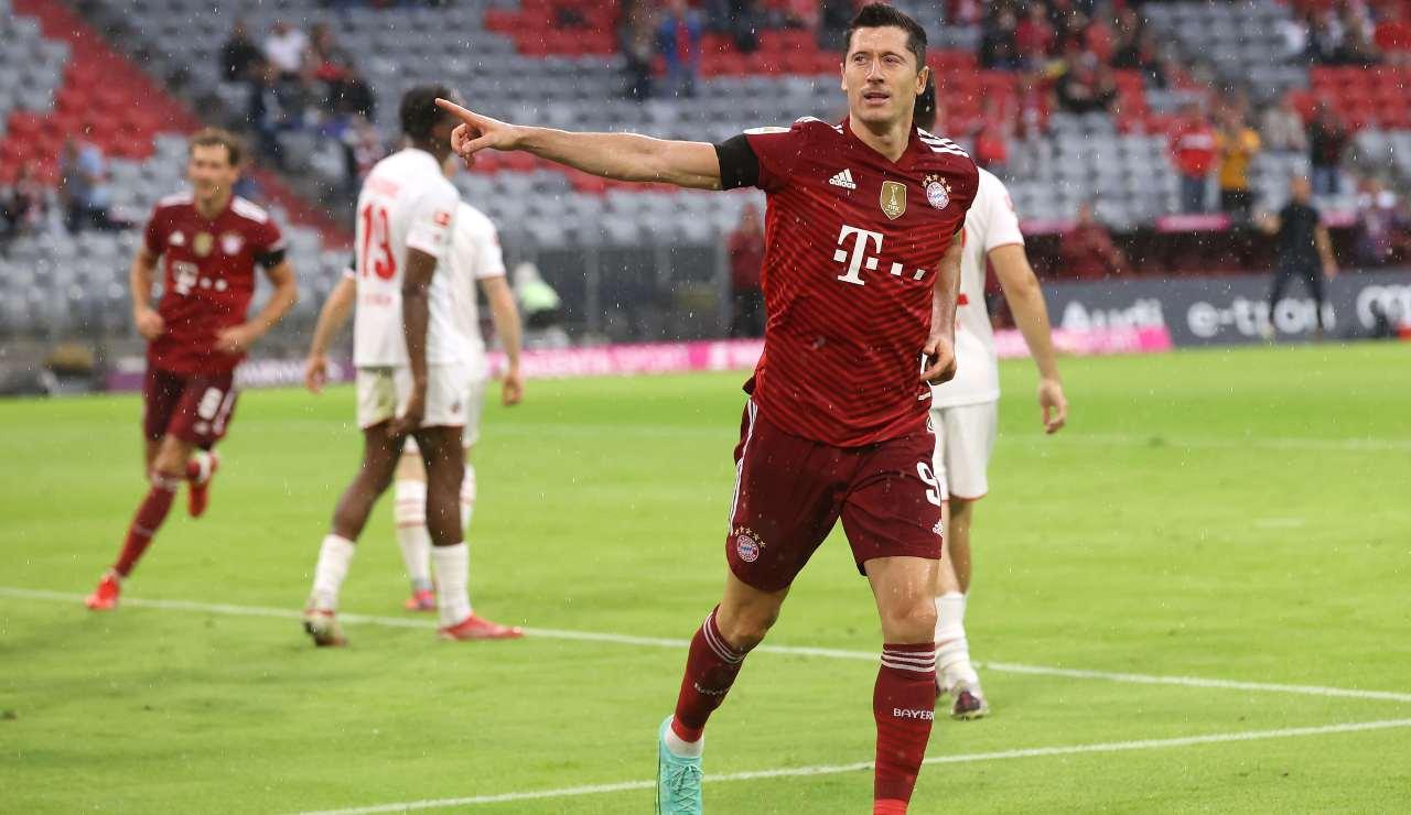 Lewandowski esulta dopo un gol