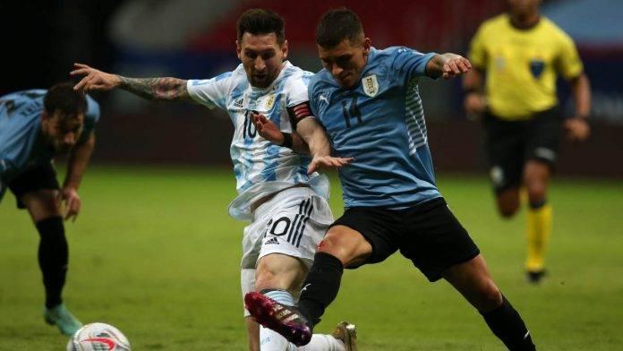 Torreira duella con Messi