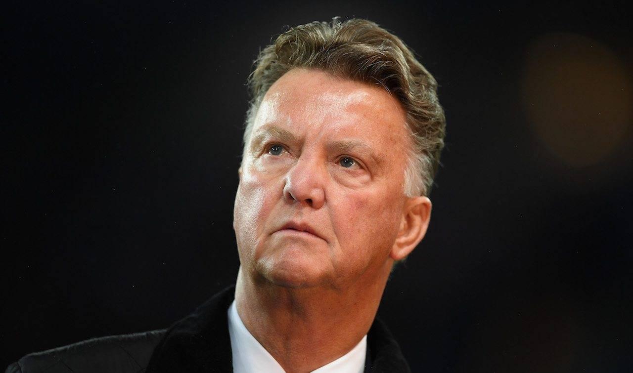 Van Gaal osserva la partita