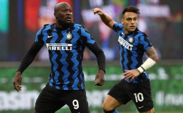 Lukaku e Lautaro in azione con la maglia dell'Inter