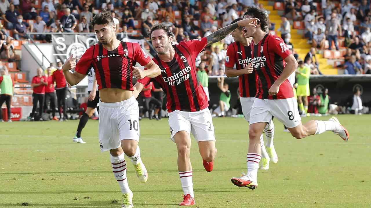 Calabria acchiappa Diaz per la maglia impedendogli di levarla