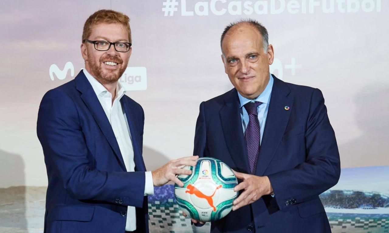 Tebas e Sergio Osle con un pallone