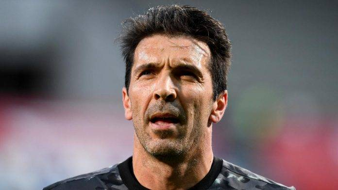 Parma Buffon guarda