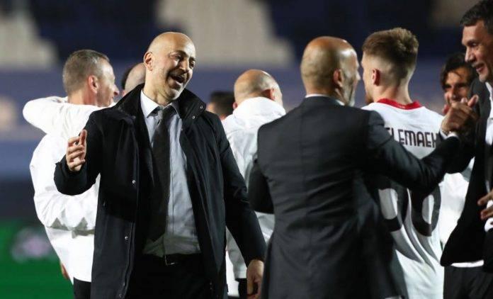 Gazidis con i calciatori del Milan