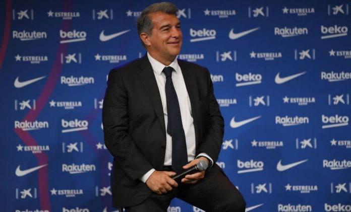 Laporta durante la presentazione di Aguero al Barcellona