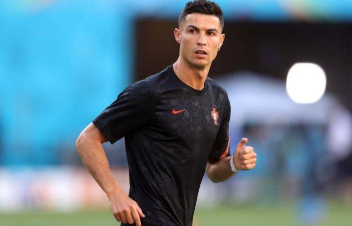 Ronaldo in riscaldamento col Portogallo