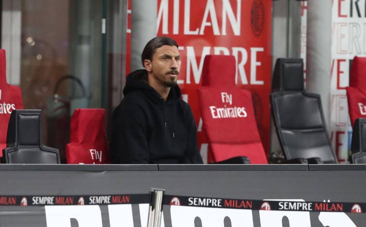 Ibrahimovic in tribuna durante Milan-Cagliari