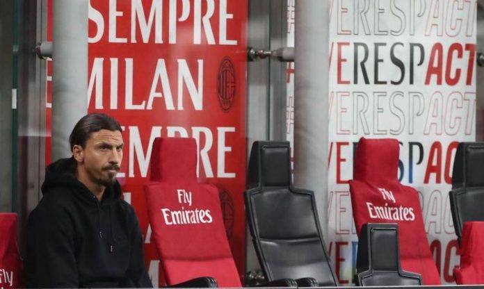 Ibrahimovic in panchina durante Milan-Cagliari