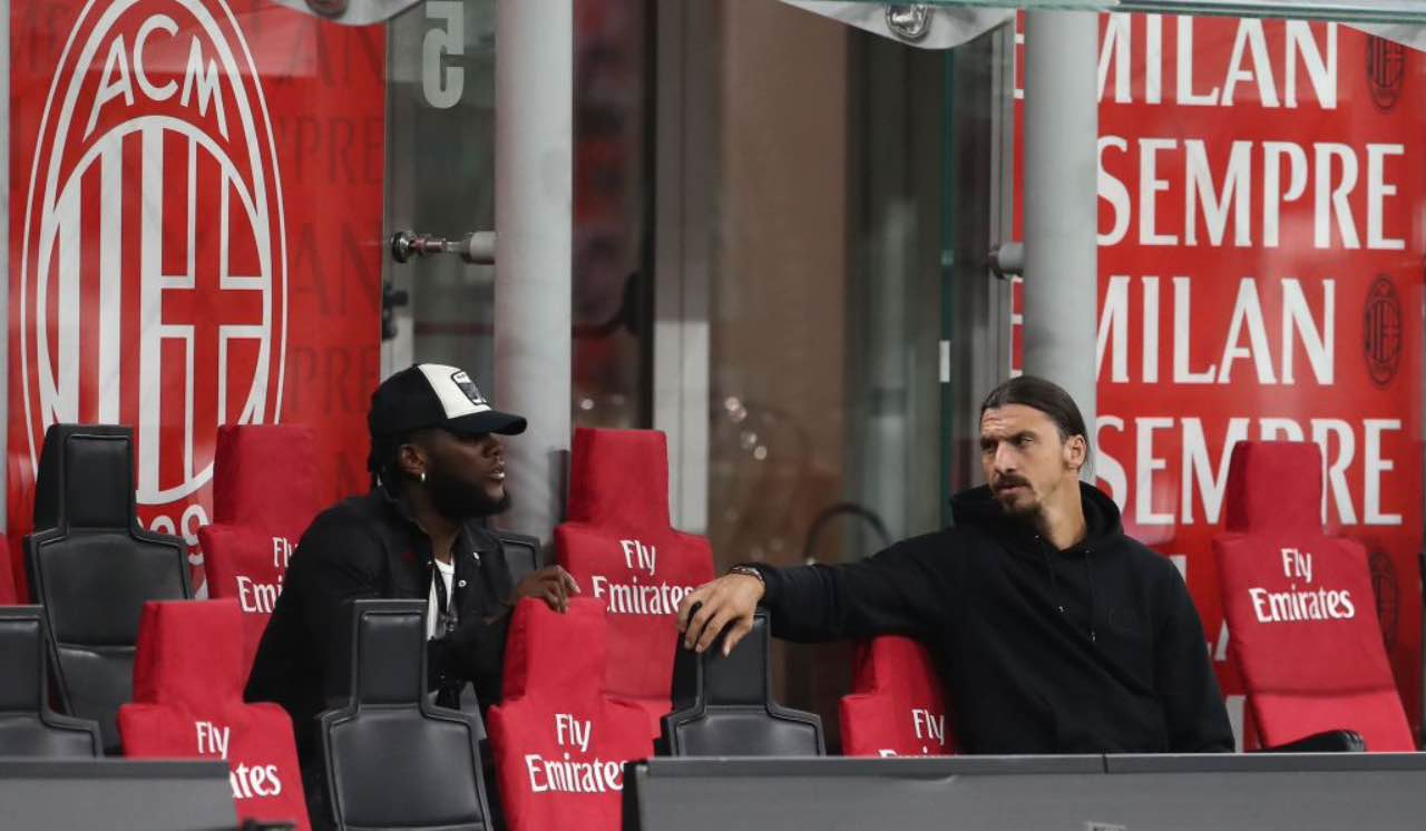 Kessie in panchina con Ibra durante Milan-Cagliari