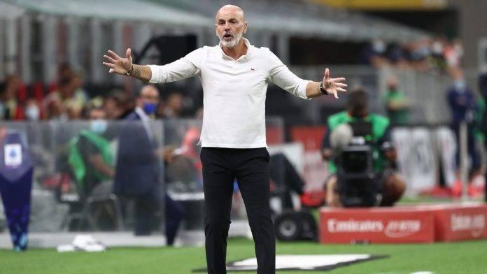 Pioli del Milan in panchina
