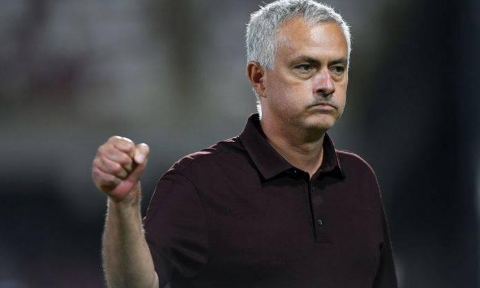 Roma, Mourinho fa un pugno