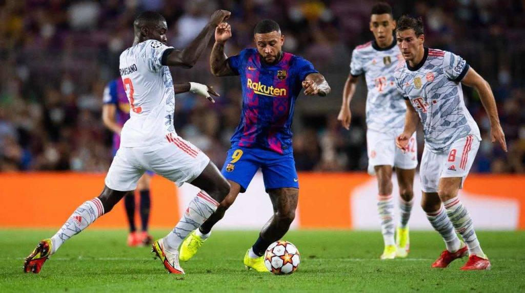 Depay in campo con il Barcellona