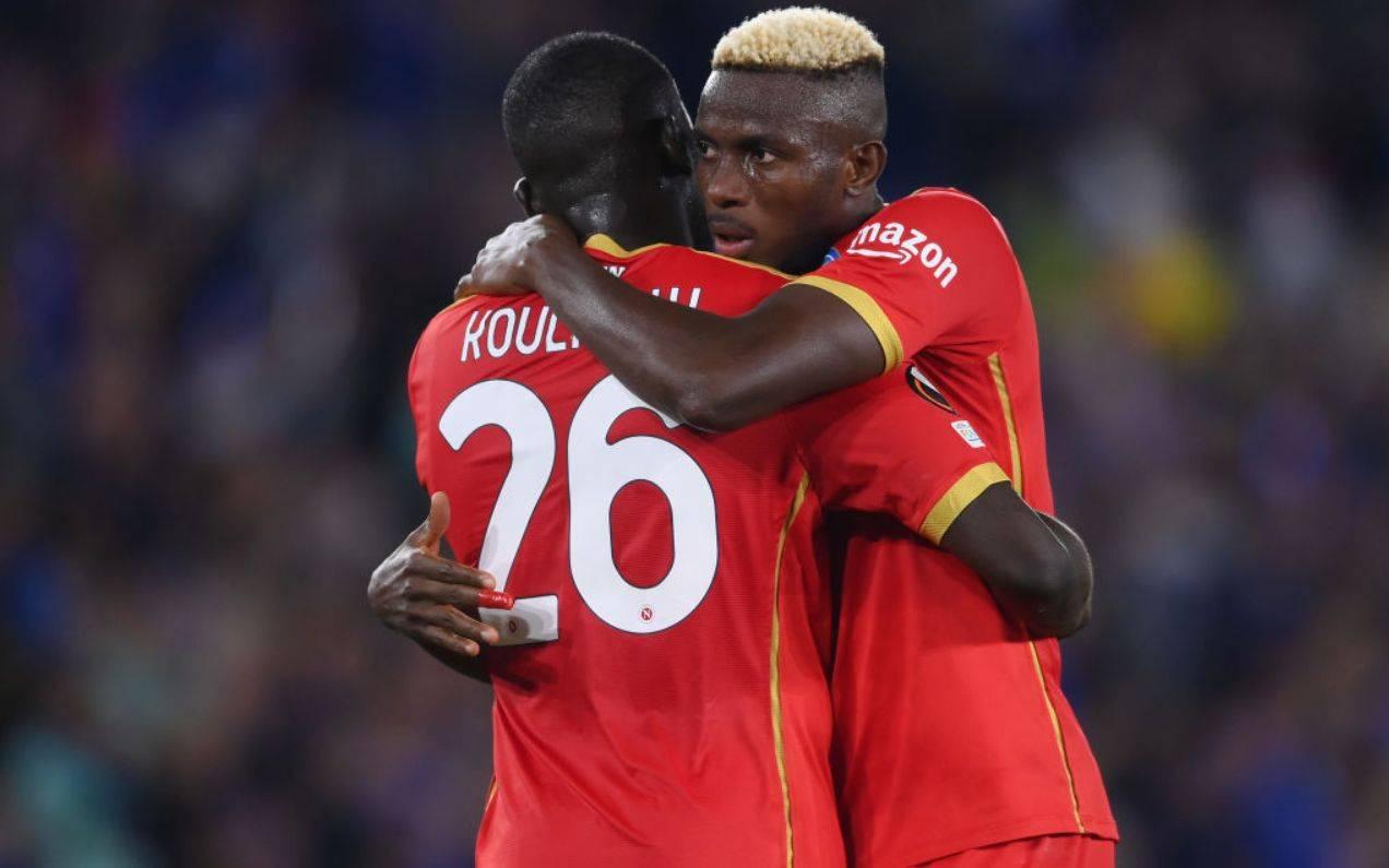 Koulibaly ed Osimhen si abbracciano