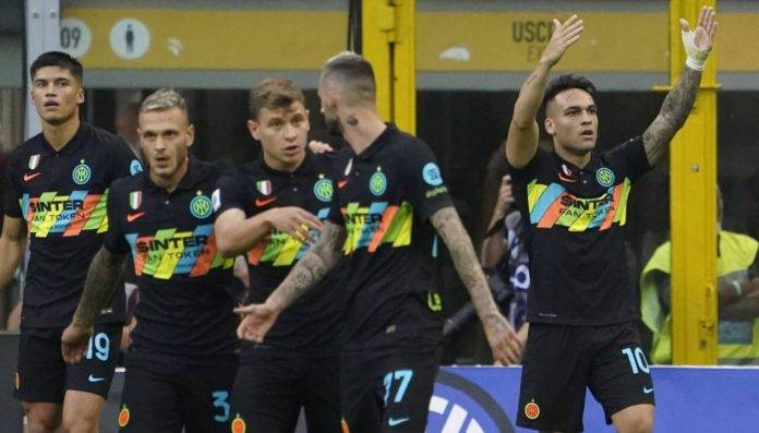 Lautaro esulta contro il Bologna
