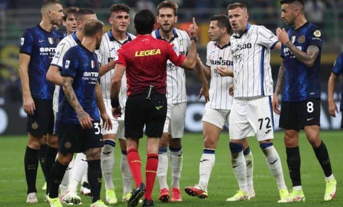 Inter e Atalanta dialogano con l'arbitro