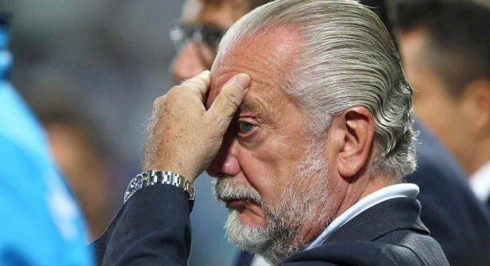 Aurelio De Laurentiis con le mani in faccia
