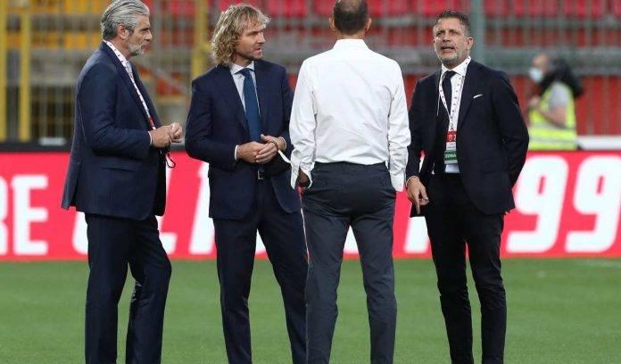 Dirigenza della Juventus in campo