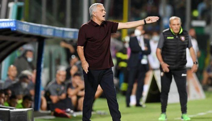 Mourinho urla dalla panchina