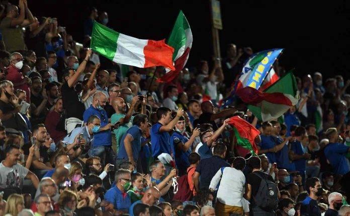 Tifosi dell'Italia allo stadio Artemio Franchi di Firenze per Italia-Bulgaria