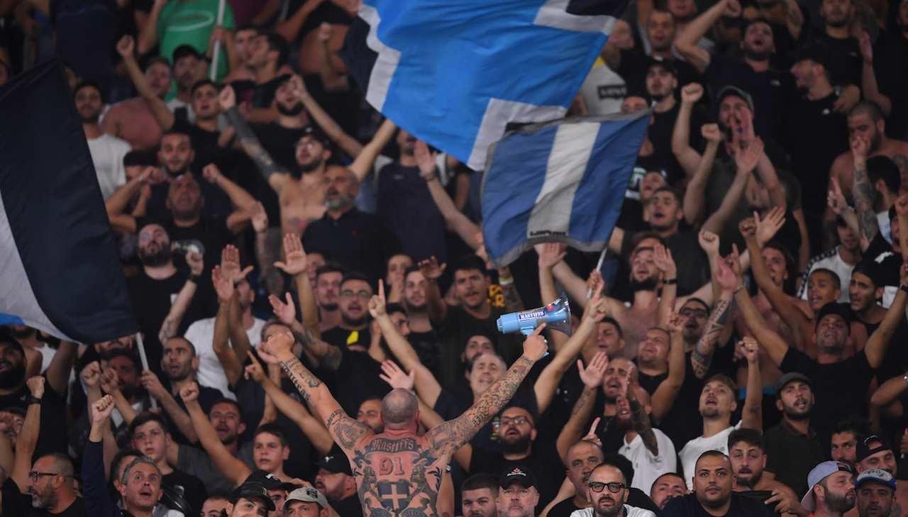 ultras Napoli cantano