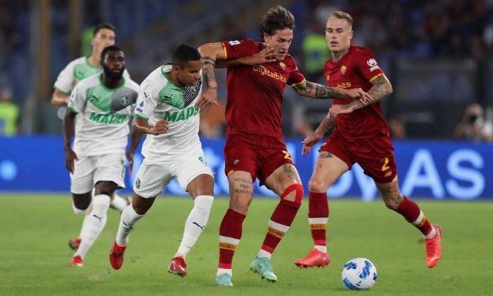 Roma-Sassuolo, Zaniolo e Rogerio si contendono il pallone