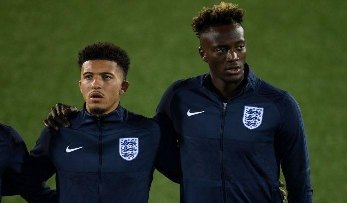 Abraham in Nazionale con l'Inghilterra
