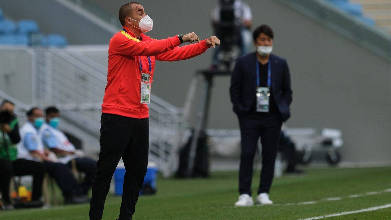 Cannavaro durante la sua avventura in panchina in Cina