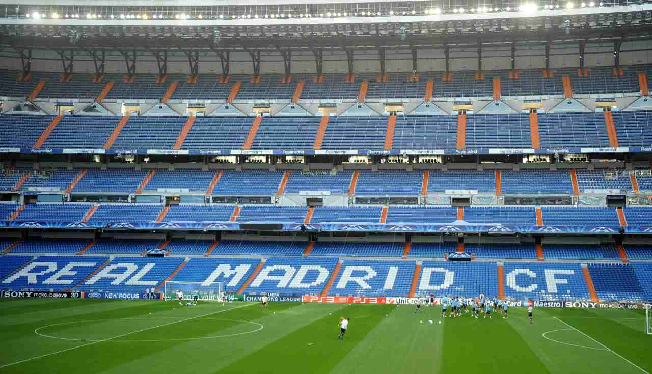 Stadio Stantiago Bernabeu di Madrid vuoto