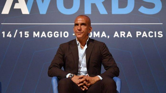 Paolo Di Canio guarda tv