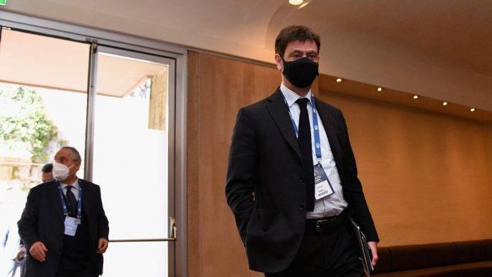 Agnelli Juventus cammina