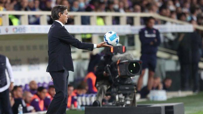 Simone Inzaghi consegna la palla