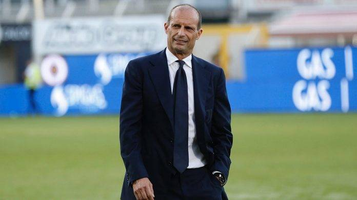Allegri della Juventus soddisfatto in panchina